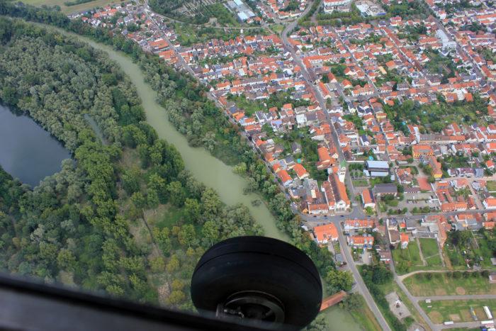 Hochwasser in Nebenarmen des Rheins